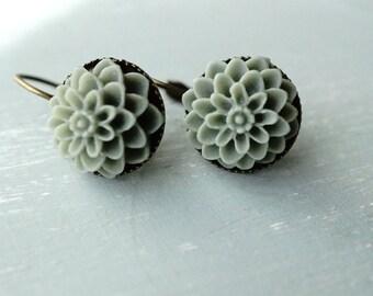 50% OFF SALE! Earrings, Smoky grey resin dahlia brass dangle earrings 1