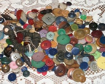 "Vintage Bulk 11 oz  Mix Colored Buttons  3/8 to 1""  Lot 1961"