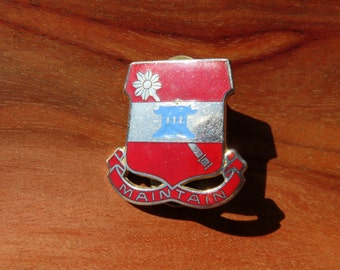 US 703rd Support Battalion Maintain Crest Military Pin DUI DI