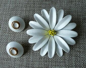 White Enamel Daisy Flower Brooch, Vintage 1960s Flower Pin, Mod Flower Power Jewelry, Costume Jewelry and Round White Enamel Earrings