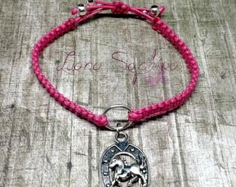 Macrame bracelet pink horse with Horseshoe