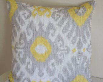Ikat Design 18x18 Throw Pillow Cover with Invisible Zipper