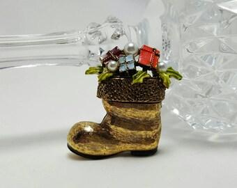 ART Santa Boot Pin