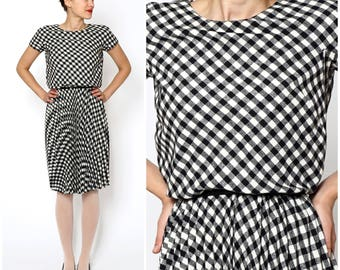 Vintage 50s Black and White Short Sleeved Gingham Blouson Dress with Tasseled Belt and Full Pleated Skirt by Arkay | XS