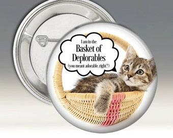 L'atout de badge dans le panier de Deplorables gris chaton chat Adorable Pin Badge 2016 USA Président élections républicains