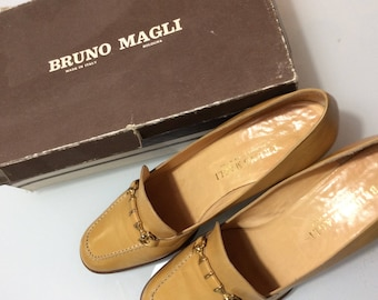 Vintage 1970 Bruno Magli New leather shoes with original box / New beige leather loafers with gold buckle