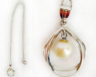 Vintage 80's Silver Tone Necklace w/ Faux Pearl