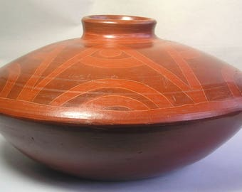 An Antique Hand Thrown Burnished Geometric American Tribal Pottery Vessel Z39