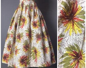 Vintage 50s skirt / 1950s skirt / novelty print skirt / full skirt / cotton skirt / fireworks / pleated skirt 8057
