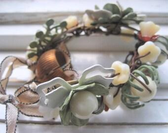 Bracelet assemblage Prairie, fleurs en émail cru, manchette de collage, bracelet floral printemps