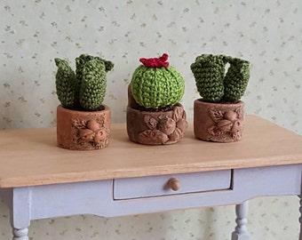 Häkeln Sie Miniatur Kaktus Pflanze in Terracotta-Topf