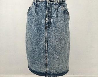 Acid wash jean skirt w/slit