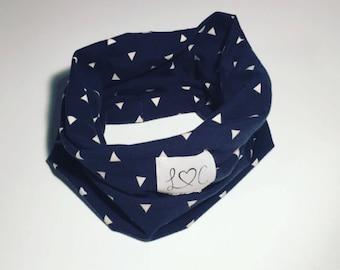 Bib has Navy /foulard triangle