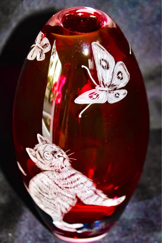 Hand Engraved Pink Kitty vase, Engraved vase butterfly, cat, Home Decor vase, Etched cat vase, House Warming gifts