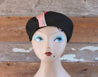 chapeau des années 1940 | des années 40 se perchent chapeau | noir et rose | chapeau 1940