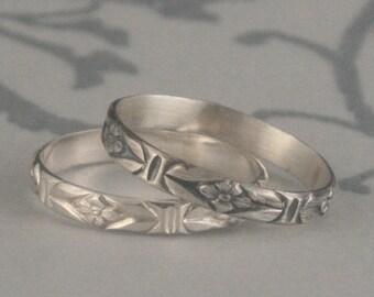 Ancienne bague de Style--Romance dans le jardin--Alliance argent--empilement bande de motifs bague argent bague fleur--bague Style Vintage