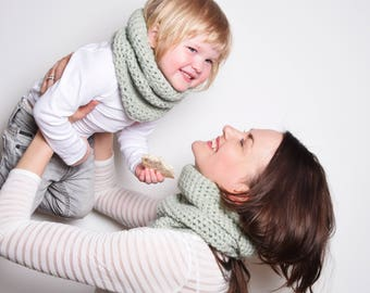 Mommy and Me Matching Infinity Scarf Set, Mommy Baby Accessories, Chunky Crochet Scarf for Mother and Daughter, Mommy and Me Christmas Gift