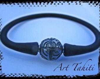 Engraved Tahitian pearl bracelet