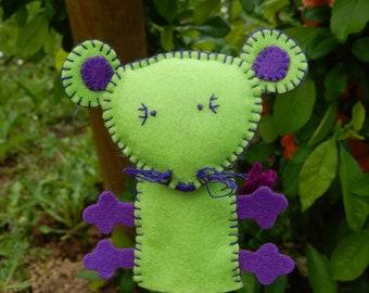 A green mouse... Felt finger puppet
