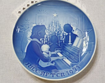 Vintage Christmas Plate 1971 Christmas at Home Blue and White Bing Grondahl B & G Copenhagen Porcelain Denmark PanchosPorch