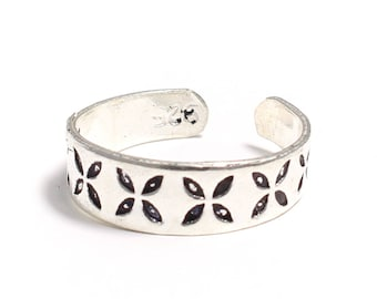 925 sterling silver toe ring with floral-patterned