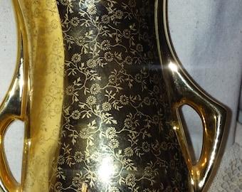 Vintage vase, made by Pearl, 22 kt gold.