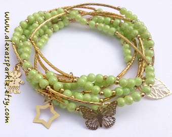 Lime Green Beaded bracelet set with gold plated charms - Semanario pulseras de piedritas color verde lima con dijes de chapa de oro