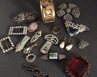 Art Deco Costume jewellery Lot for Repairs