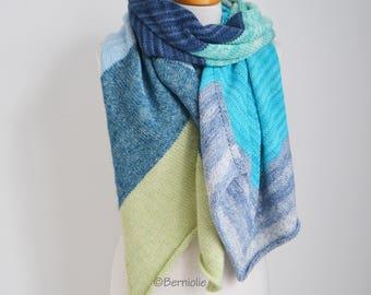 Knitted shawl, R592