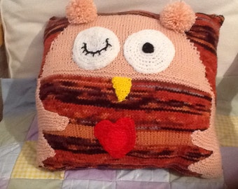 Knitted owl cushion