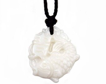 Natural Sea Shell Lucky Fish Word GUI Pendant T3394