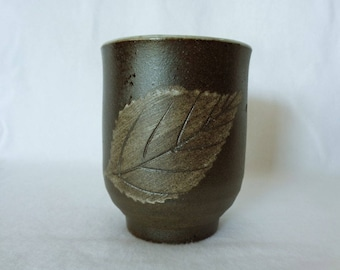 1327:Yunomi tea cup,Fine Japanese Kyo-yaki Studio pottery tea cup with floral pattern,ArtWork,boxed,hand made in Japan