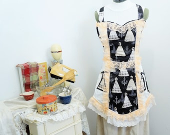 Apron With Lace/Wedding Apron/Lace Apron/Full Apron/Pretty Apron/Lace/Handmade Apron/Kitchen Apron/Gifts For Her/Eyelet Lace Apron/USA