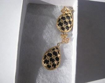 SALE..14 K Gold Onyx Earrings