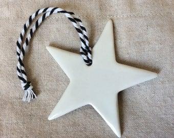 Set of two stars in white glazed porcelain
