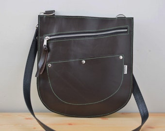 Leather bag,brown bag,leather purse,brown leather purse,brown leather bag,zippered bag,leather purse,crossbody bag,brown bag,leather clutch