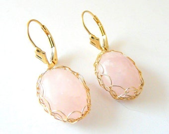 Boucles d'oreilles dormeuses Quartz rose plaqué or made in France.