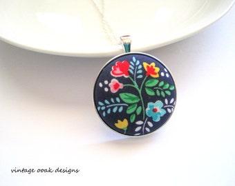 Button Statement Necklace, Button Necklace, Fabric Button Necklace, Button Jewelry,Floral Necklace,Bridesmaid Jewelry, Unique Charm Necklace