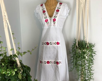 Vintage White Cotton Floral  Hand Embroidered Mexican Peasant Festival Bohemian Dress S M