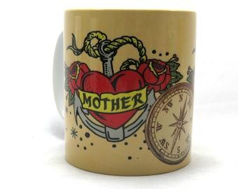 Tasse de mère de tatouage, Tattoo Design, cadeau de fête des mères idéal.