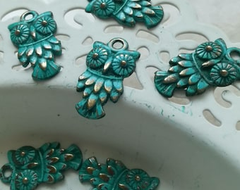 Handpainted Verdigris Patina Sparkling Eyes Owl Charms (18012) - 20x11mm