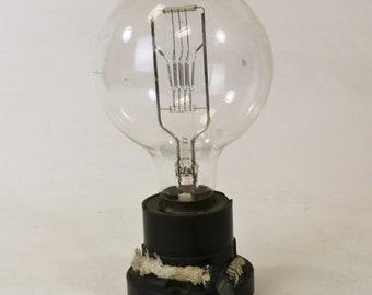 1920s Major Mfg Co 1500W Edison-Mazda Pre-Focus Light Bulb PF 66 Bakelite Socket