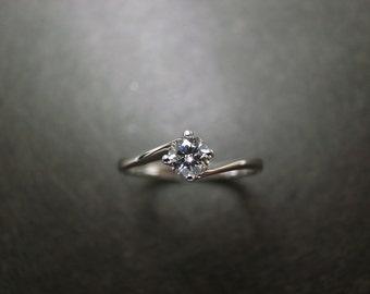Classic Diamond Engagement Ring in 18K White Gold (0.25ct, F/VS)
