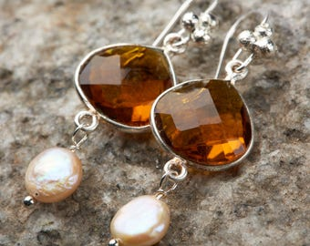 Amber Glass with coin pearl accents