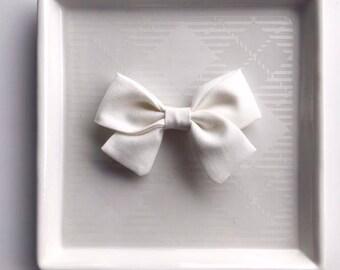 Cream Classic Bow - Baby Girl Nylon Headband and Bows - Girls Fabric Bow - Newborn Bow - Simple Bow - Cream Headband - Cream Fabric Bow