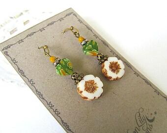 White Daisy Earrings, Glass Flower Earrings, Summer Earrings, Hippie Chic, Vintage Botanical, Shabby Chic, Bohemian Earrings, FTD Awareness