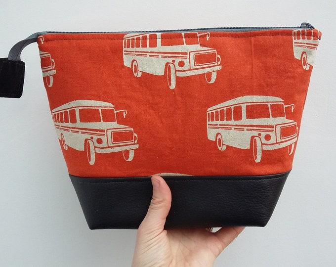 Retro American School Bus Man's Large Wash Bag