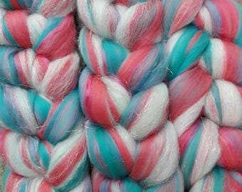 Custom blend roving- Official Siobhanscrafts colours