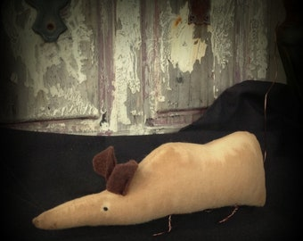 "PRIMITIVE Folk Art RAT - OOAK- Grungy 7 1/2"" long--signed"