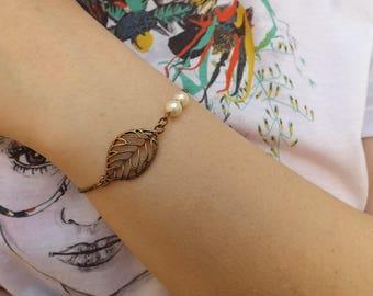 """lara"" bracelet with freshwater pearls, brass"